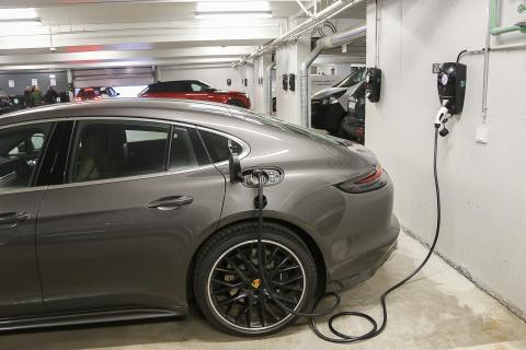 """OFGEM to install 1,800 """"ultra-rapid"""" EV charging points across UK"""